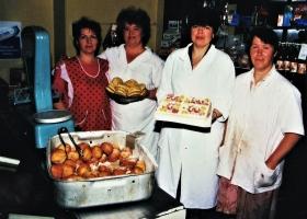 Bäckerin Tatjana (in Rot) und ihr Team