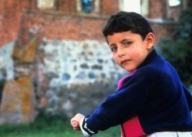 kleiner Junge in Gutenfeld (Lugovoe)